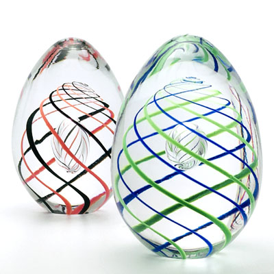 Unique Bohemia Glass pieces. Choose from an offer of several sets of coloured glass paperweights egg shape decor 01.