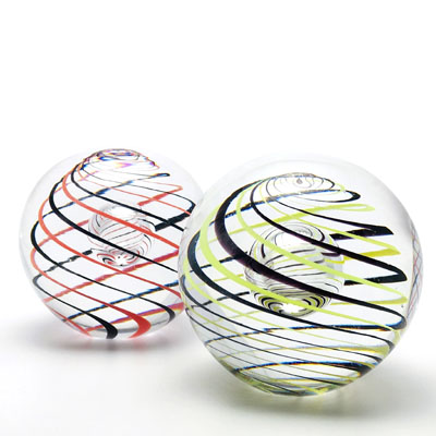 Unique Bohemia Glass pieces. Choose from an offer of several sets of coloured glass paperweights decor 01.