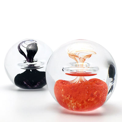 Unique Bohemia Glass pieces. Choose from an offer of several sets of coloured glass paperweights decor 03.